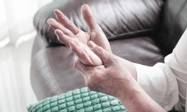 التهاب مفاصل اليد – الأعراض والأسباب والعلاج