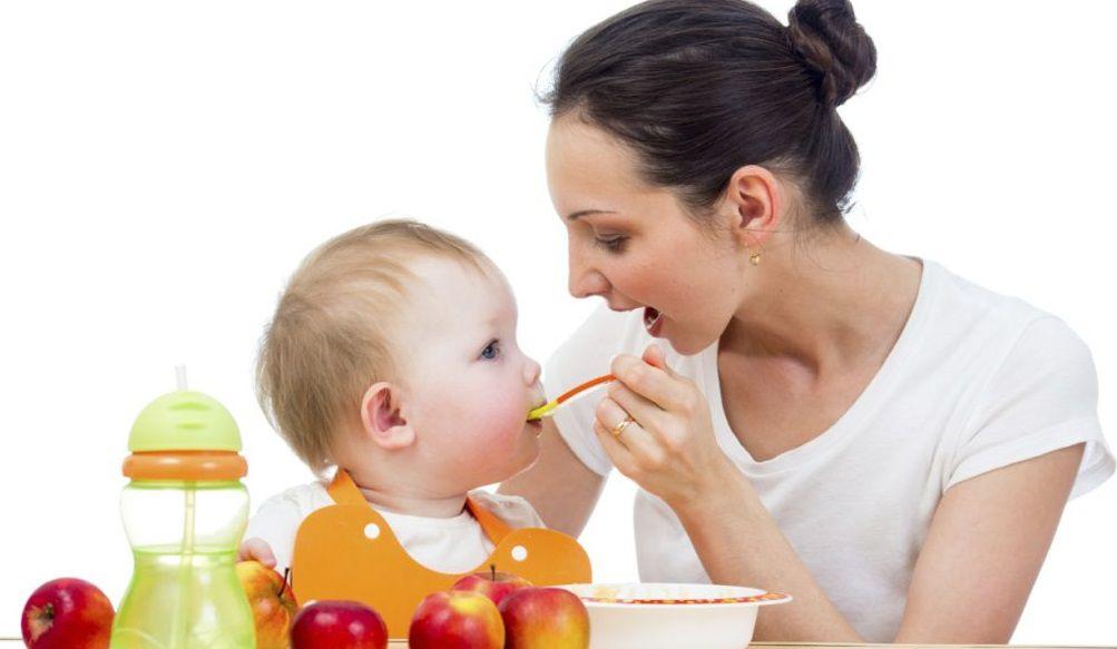 تغذية الطفل في الشهر السادس