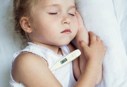علاج السخونة عند الاطفال في المنزل