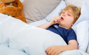 علاج الكحة والبلغم عند الأطفال في المنزل بالأعشاب