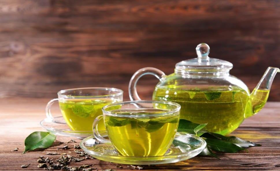 طرق استخدام الشاي الأخضر للشعر