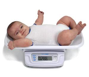 تعرفي علي وزن الطفل في الشهر السادس