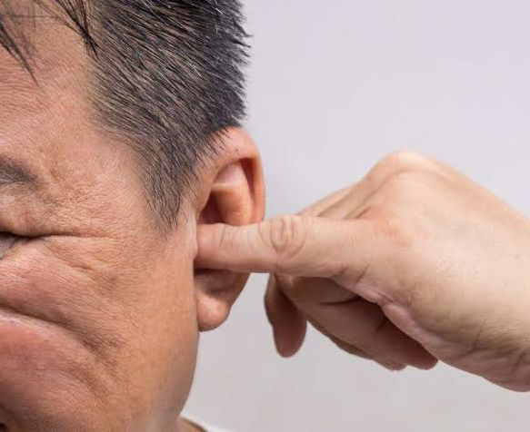 ما هي اسباب طنين الاذن اليسرى والتشخيص والعلاج