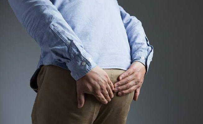 4 طرق فعالة في علاج الم العصعص