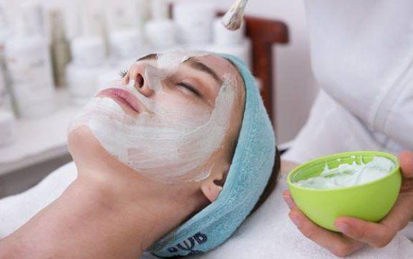 16 طريقة جديدة لتحضير ماسك لتنعيم البشرة وتفتيحها