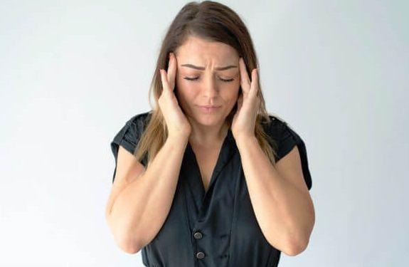 تعرف علي اسباب الصداع المستمر والاعراض وطرق العلاج