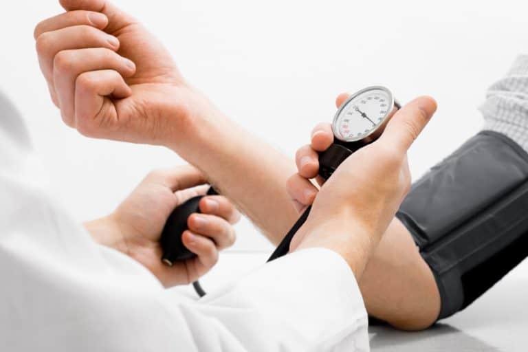 تعرف علي اسباب انخفاض الضغط والاعراض وطرق العلاج