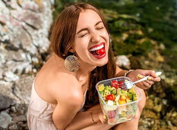 تناول الطعام لتفتيح البشرة الدهنية