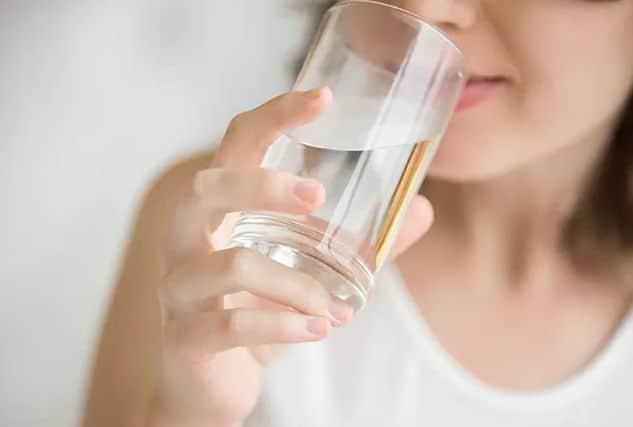 شرب الماء لتفتيح البشرة